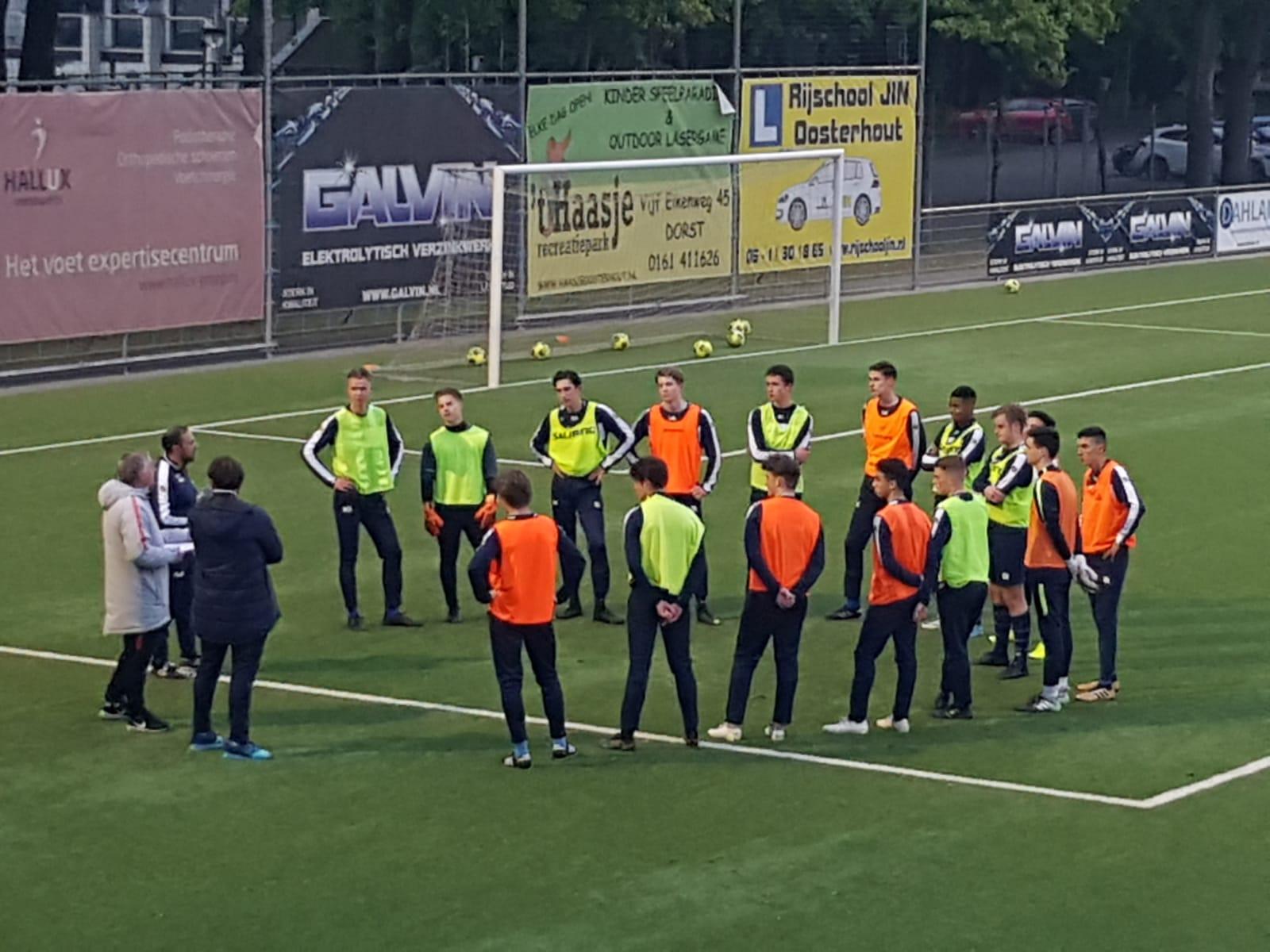 Ali El Abdellaoui slaagt voor UEFA C jeugdtrainerscursus.