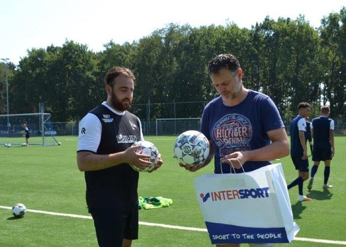 Intersport Oosterhout sponsort wedstrijdballen selectie